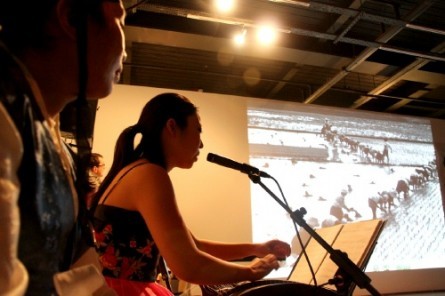 Jung Ji-eun plays Kayageum while her father's photographs are projected